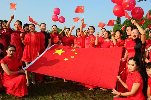 中国红旗袍美