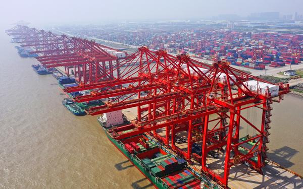 港口吞吐量逆势上扬